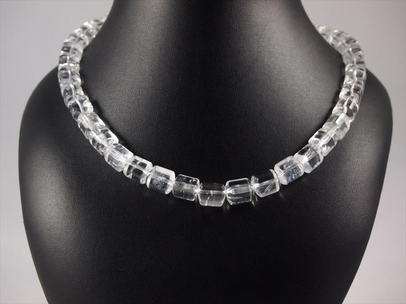 Bergkristallkette mit klaren Walzen und Silber