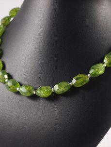 Peridot- olivin, 65 gramm, kette, grosse steine mit silberelementen