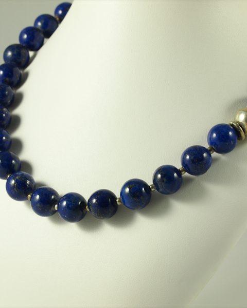 Lapis Lazuli kette, 121 gramm, kugeln, tolles blau mit pyrit,