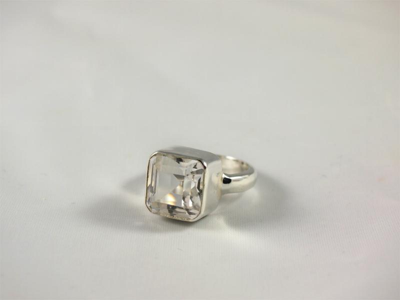 Bergkristall Ring facettiert Singer Wien