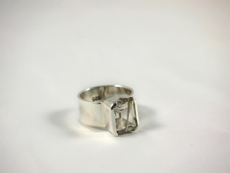 Quarz Ring mit schwarzem Turmalin