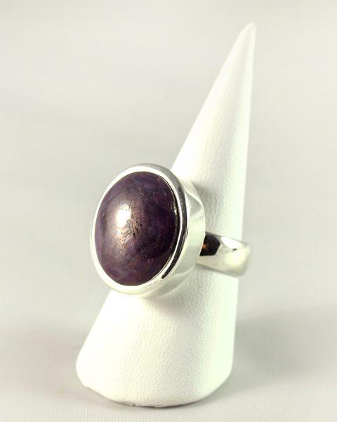 Rubin Ring mit scharfem Stern