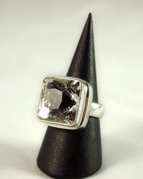 Bergkristall Ring, 16 gramm, facettiert, rechteckig, hoher sitz