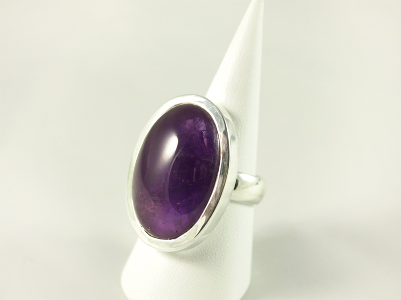 Amethyst Ring, 17, 2 gramm, ovaler großer stein, dunkle farbe