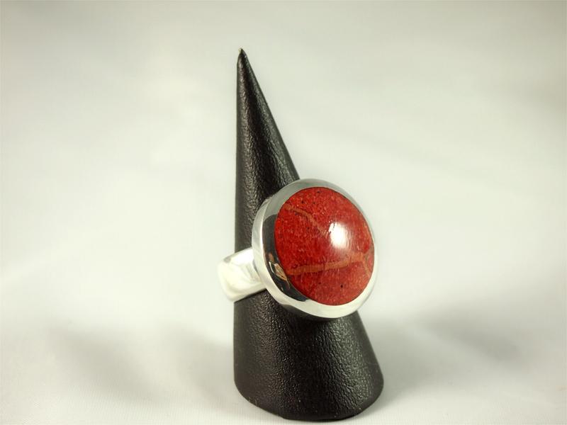Schaumkoralle Ring, 16, 8 gramm, kräftiges rot, runder stein, glatt poliert,
