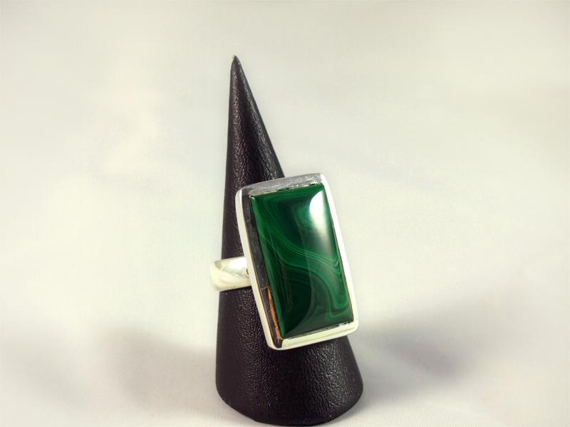 Malachit Ring,14, 8 gramm, dunkle farbmasserung, längliche form,