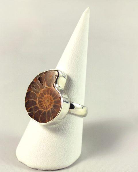 Ammonit Ring, 6,7 gramm, dunkles braun, unbehandelt