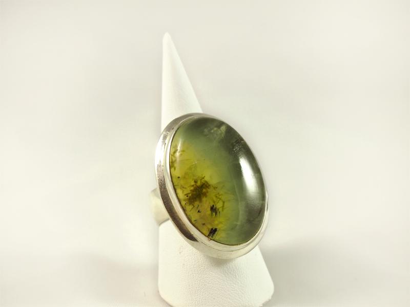 Prehnit Ring, 21, 9 gramm, ovale, schlichte form, verschiedene grüntöne