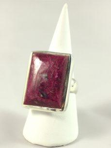 Rubin Ring, 18, 6 gramm, rechteckig, mit dunklen einschlüssen