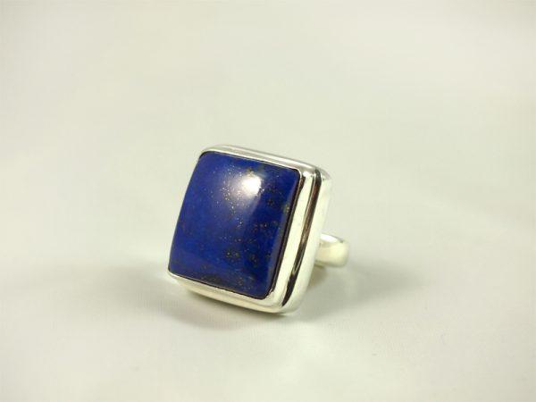 Lapis Lazuli Ring, 20 gramm, starkes blau, massive fassung, quadratisch,