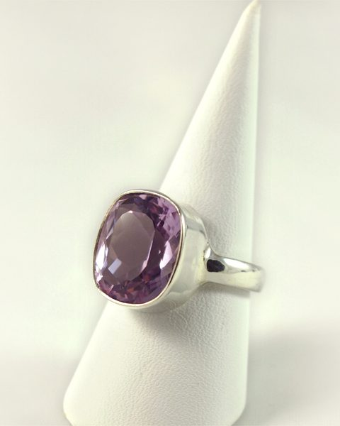 Amethyst Ring, 7 gramm, facettiert, fliederfarben,