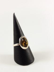 Bernstein Ring, 3,2 gramm, dunkler stein, oval, lieblich