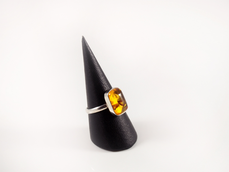 Bernstein Ring, 3 gramm, schmaler steg, heller stein, eher zart