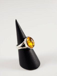 Bernstein Ring, 7,4 gramm, geteilter Schiene, zarter, ovaler, hellgelber stein