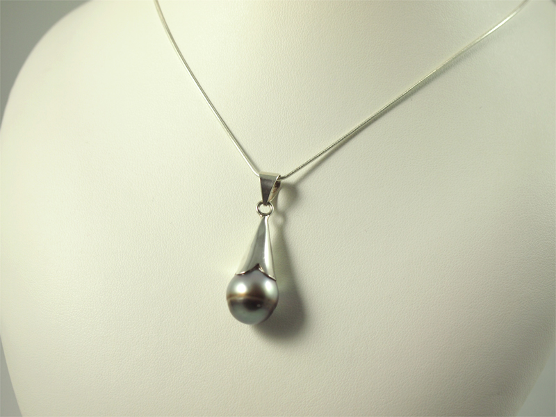 Tahiti-Perle Anhänger, 4,8 gramm, perle in silberkappe, rund