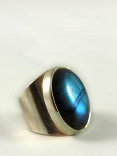 Labradorit Ring, 24,5 gramm, sehr breiter steg,blau, ovale form