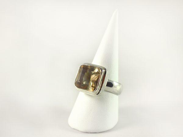 Rauchquarz Ring, 10, 5 gramm, quadratisch, gelbgrün, schliff