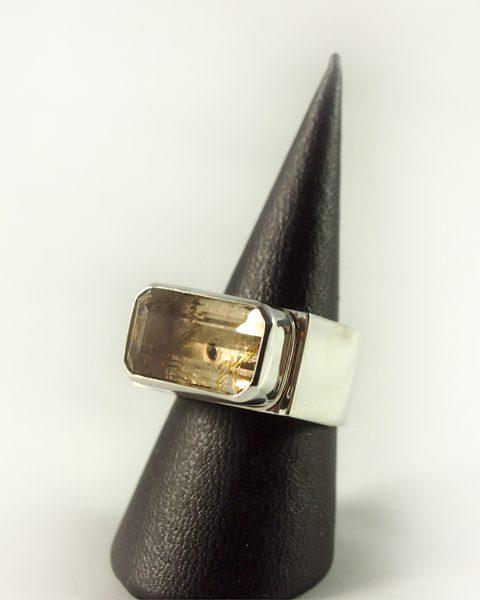 Bergkristall Ring, 11,7 gramm, schliff, massiv, zarte farbe