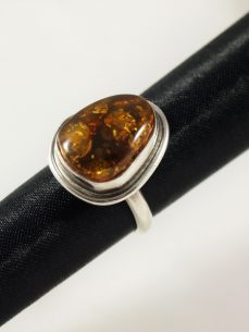 Bernstein Ring, 8 gramm, hoher sitz, runde form, dunkler farbton