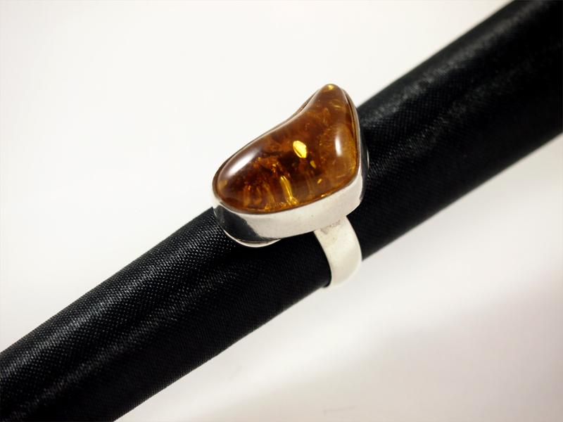 Bernstein Ring, 9,7 gramm, breiter steg, freie form,