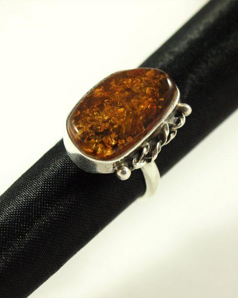 Bernstein Ring, 7,9 gramm, oval rund, dunkle einschlüsse, silber