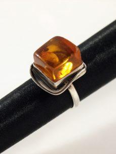 Bernstein Ring, 7,3 gramm, quatratisch, hoher stein, zilesiert