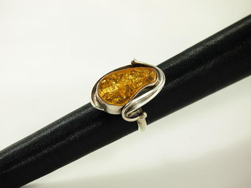 Bernstein Ring, 9 gramm, helles gelb, ovale form, verspieltes design