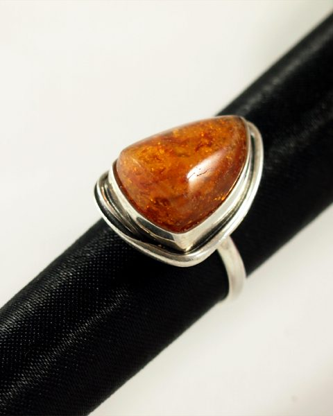 Bernstein Ring, 6,8 gramm, Silber, dreieckig, kräftiges orange