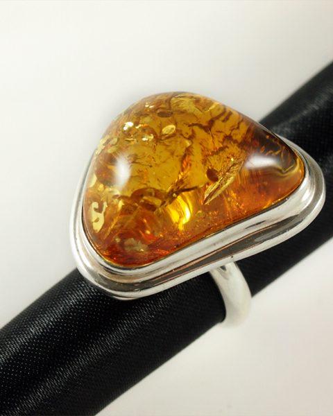 Bernstein Ring, 16,6 Gramm, hellgelb, free form