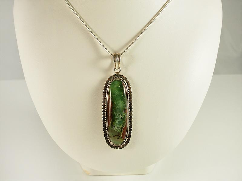 Chrysopras, längliche form, indischer still, gute qualität, grün mit braun