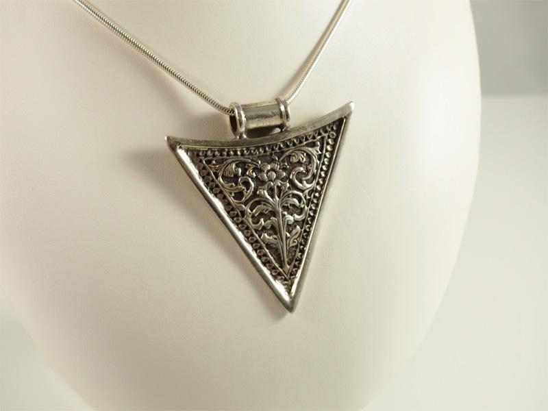 Silberanhänger, ethno, dreieckig, mit muster, floral, antik