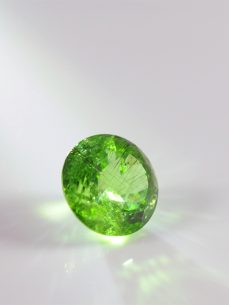 peridot, olivin, tiefes sattes grün, gross, rund, facette