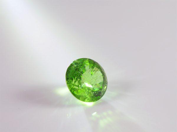 peridot, olivin, tiefes sattes grün, gross, rund, facette