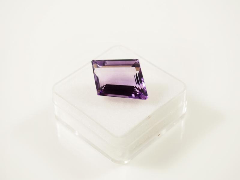 Amethyst, top farbe, free form, schliff, violettverlauf, rein